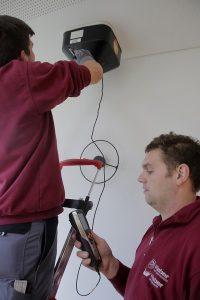 Eine Klimaanlage muss, wie jede technische Anlage, regelmäßig gewartet werden.